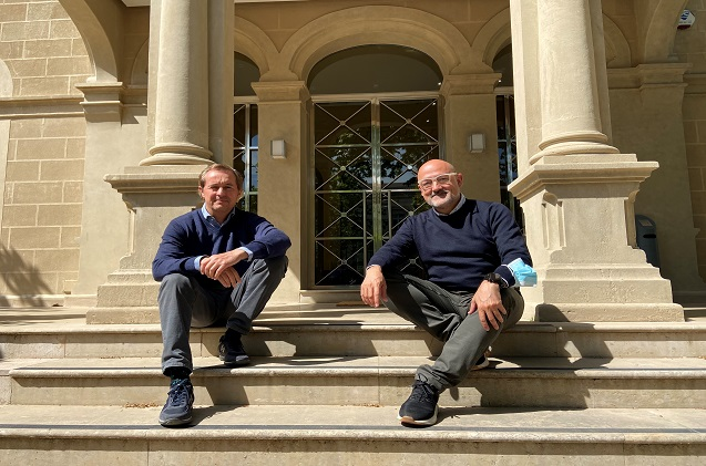 Ricard Castellet, con Gustavo Pérez, director de Operaciones Comerciales en Laboratorios Gebro Pharma (izda de la imagen).