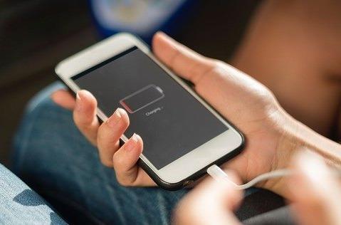 La batería del móvil, fuente de ansiedad para los españoles.