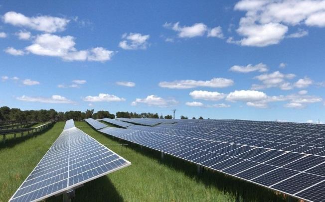 Seguidores solares bifila de STI Norland.