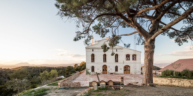 Farmhouse located in a rural area where the IAAC manages Valldaura Labs.