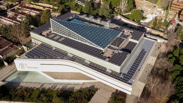 Telefónica continúa con su política de eco-sostenible: paneles solares.