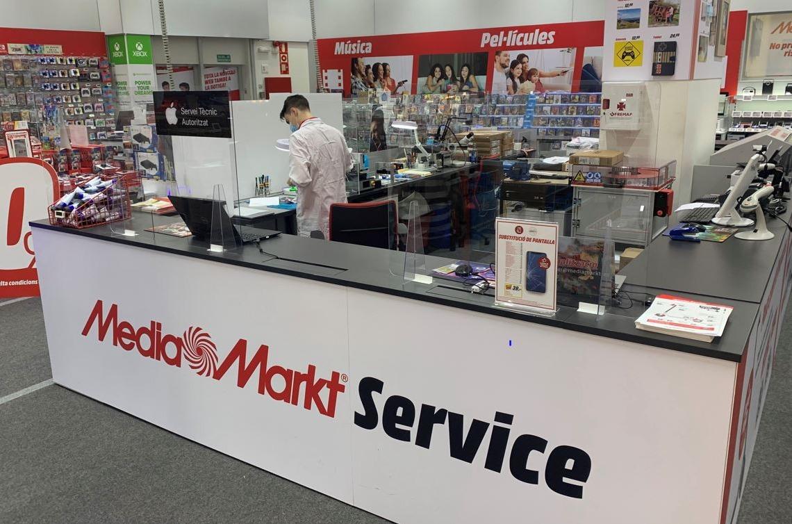Mostrador de servicios en una tienda de MediaMarkt.