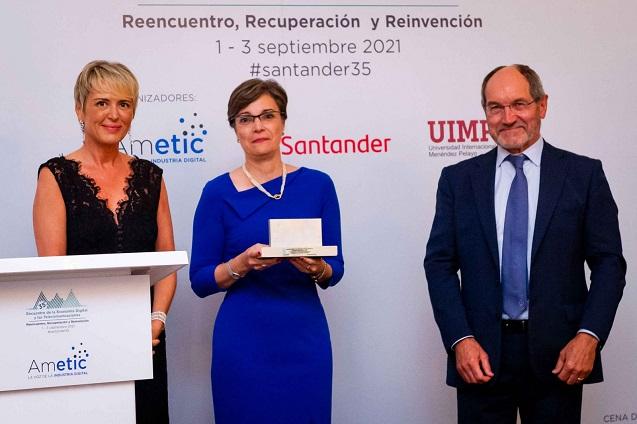 Ingeniería de Telecomunicación, premiada por Ametic.