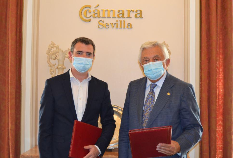 Wolters Kluwer y la Cámara de Comercio de Sevilla, en la firma del acuerdo.