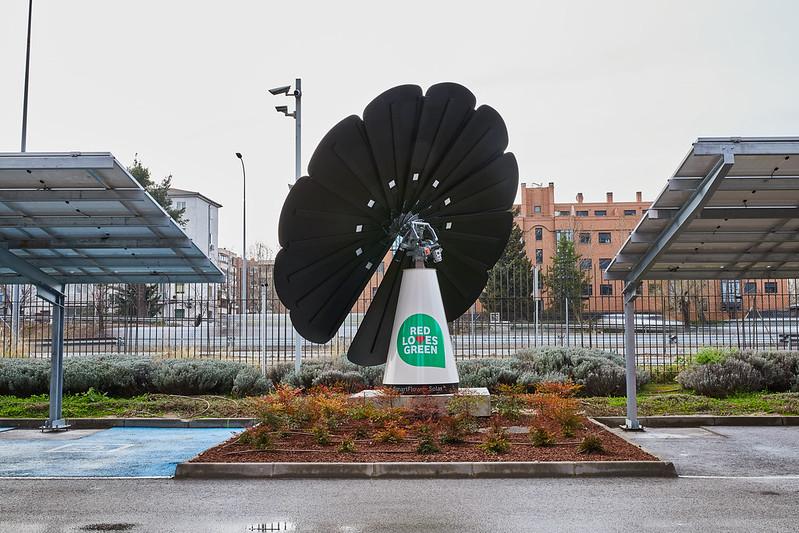 SmartFlower, dispositivo fotovoltaico instalado en la sede de Vodafone en Madrid.