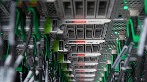 Oracle también abre una región cloud de data centers en España