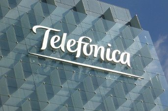 Telefónica vende el 40% de Telxius a KKR por 1.275 millones de euros
