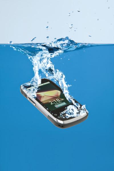 El agua, el eterno enemigo del móvil
