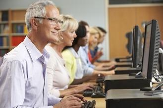 Los mayores recurren a sus hijos para resolver sus problemas con la tecnología.