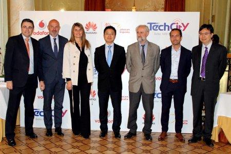 Firma del acuerdo de Vodafone y Huawei