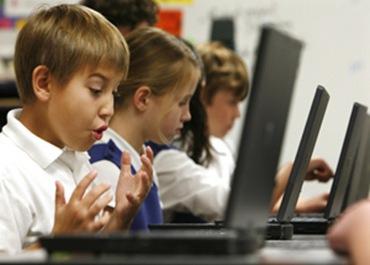 Se amplía el programa de Escuelas Conectadas a más comunidades autónomas.