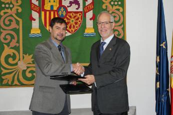 Juan Ávila, secretario general de la FEMP y Eugenio Fontán, decano-presidente del COIT.