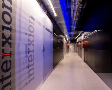 Interxion, pasillo, centro, datos, logo, pared,