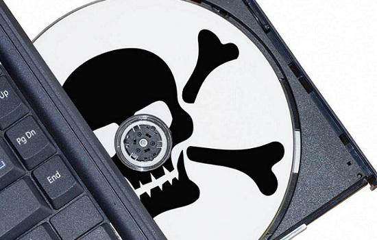 Piratería de software.