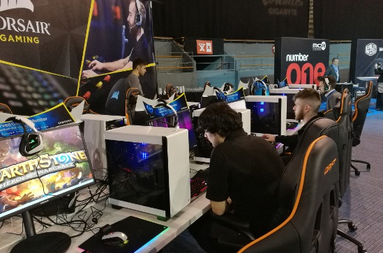 Equipos para gaming en un evento de MCR.