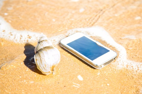 Smartphone en la playa.