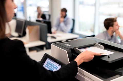 Impresora en una oficina.