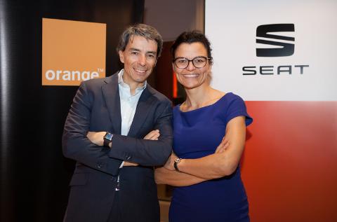 Luis Santos, Director de Innovación y nuevos servicios digitales de Orange, y Arantxa Alonso, Directora de Desarrollo de Negocio de Seat.
