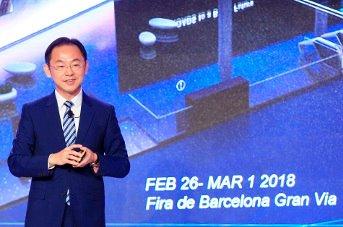 Ryan Ding, director del consejo ejecutivo de Huawei y presidente de la Unidad de Negocio de Operadores de la compañía, durante su discurso.