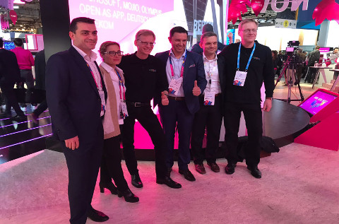 La firma del acuerdo entre T-Systems y ngena en el Mobile World Congress 2018.