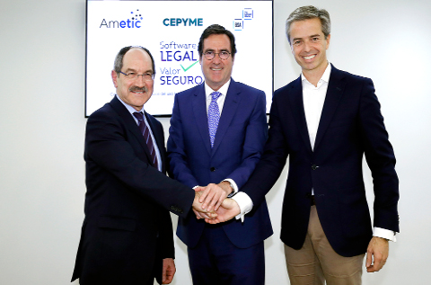 Los reponsables de Cepyme, Ametic y BSA, en la firma del acuerdo.