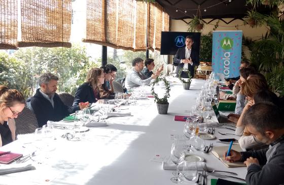 Motorola hace balance del año y anticipa sus objetivos para 2018 en España.