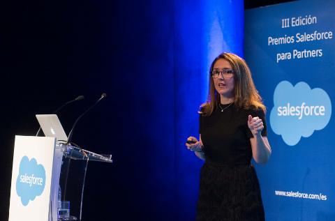 Ana Vertedor, responsable de canal de Salesforce, en un momento de la fiesta.