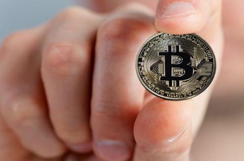 Un bitcoin.