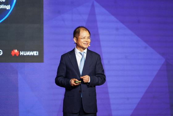 Eric Xu, CEO rotatorio de Huawei, durante su discurso inaugural del MWC Shanghái 2018.