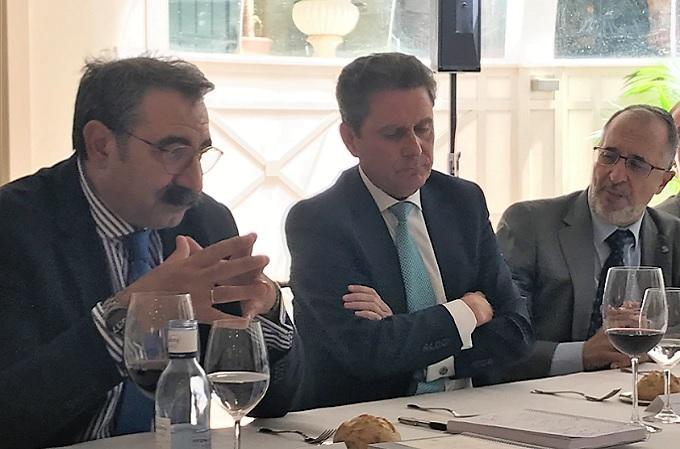 El consejero de Sanidad de Castilla La Mancha, Jesús Fernández Sanz; Enrique Palomares, consejero delegado de SIA; y Luis Morell, director de Sistemas de Información de SESCAM, durante la presentación del proyecto de firma electrónica en el SESCAM