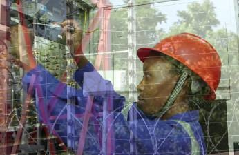 Adrian Kenya apuesta por la energía ecológica no conectada a la red.