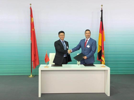 Firma de acuerdo entre Huawei y Audi para el desarrollo de vehículos inteligentes conectados.