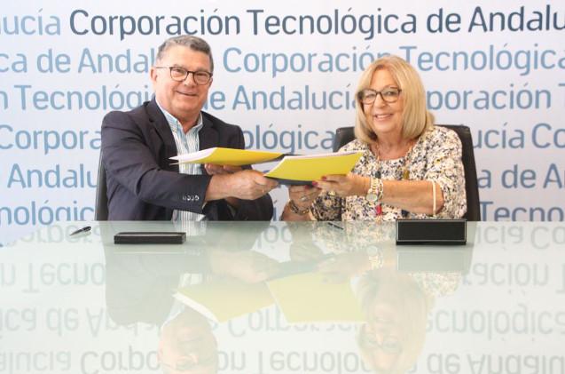 Fernando Rodríguez del Estal, presidente de Eticom, y la presidenta de Corporación Tecnológica de Andalucía, Adelaida de la Calle Martín.