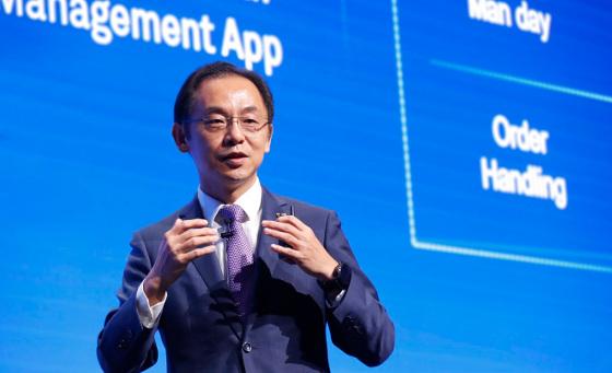 Ryan Ding, director del consejo ejecutivo de Huawei y presidente mundial de la Unidad de Negocio de Operadores, durante su discurso inaugural en el UBBF 2018.