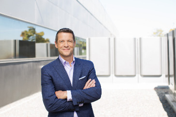 Charles Mayers, CEO de Equinix