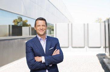 Charles Meyers, nuevo CEO de Equinix
