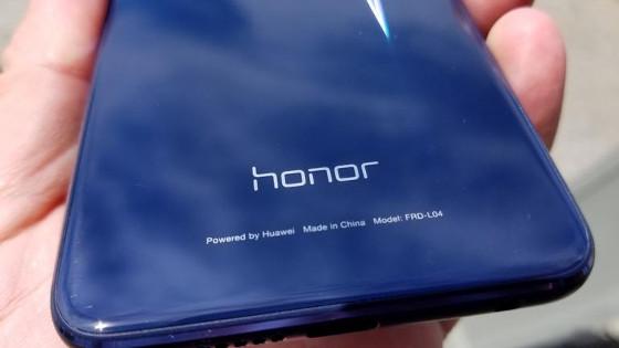 Teléfono de la marca Honor.
