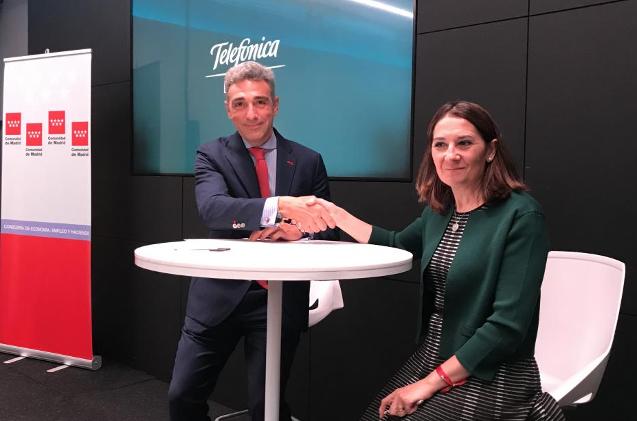 Javier Ruíz y Beatriz Herranz durante la firma del acuerdo
