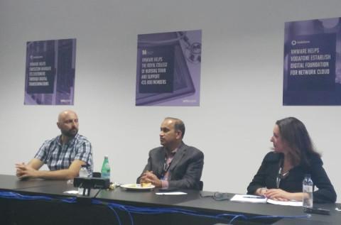 Moisés Navarro, Sanjay Poonen, Chief Operation Officer de VMware; y María José Talavera, en VMworld 2018.