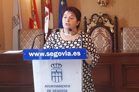 La alcaldesa de Segovia, Clara Luquero, durante la presentación del Centro de Producción de Indra
