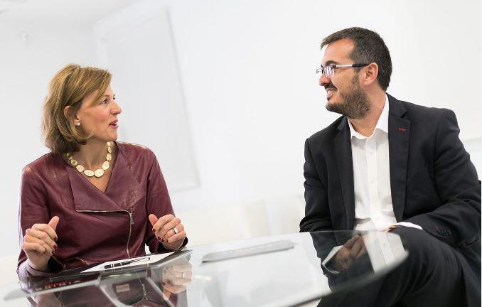 Sara Baack, Chief Marketing Officer de Equinix e Ignacio Velilla, Managing Director de Equinix España.