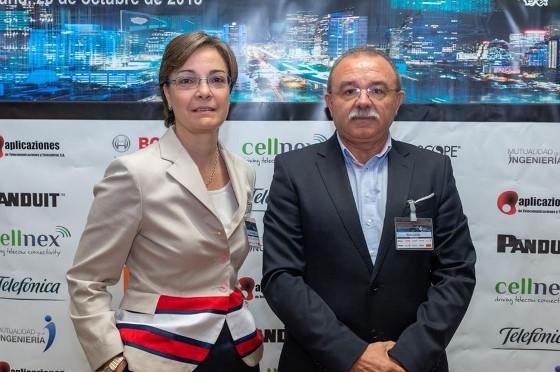 Marta Balenciaga, decana-presidente del COIT y Martín Carrillo, presidente de FECOTEL.