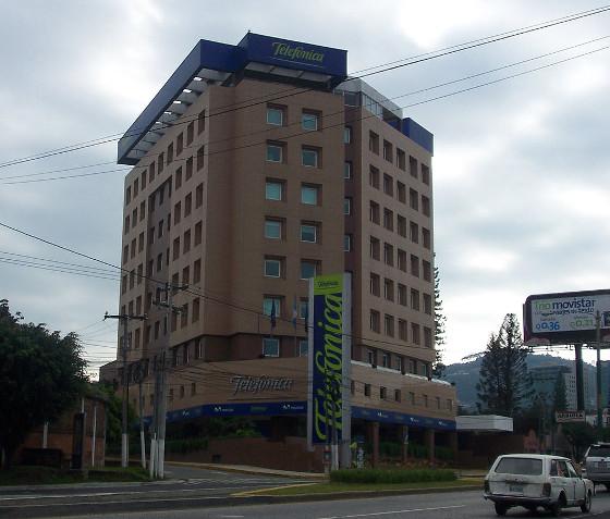 Telefónica vende sus filiales de Guatemala y El Salvador a América Móvil.