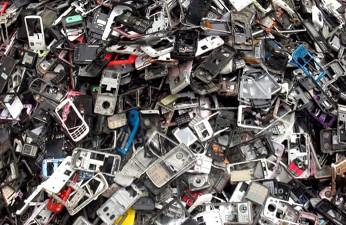 El mundo desecha aproximadamente 50 millones de toneladas de chatarra electrónica por año.