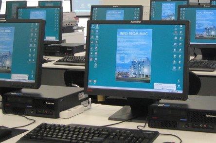 Desktops desplegados en una oficina.