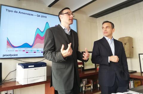 Presentación corporativa de Proofpoint. A la derecha, Fernando Anaya.