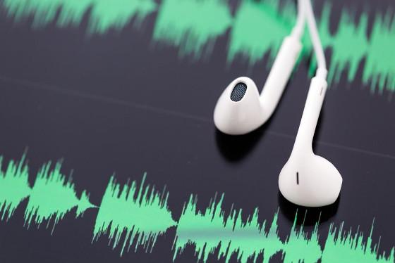 El consumo de los podcast sigue siendo minoritario respecto a la radio, pero su audiencia sigue creciendo.