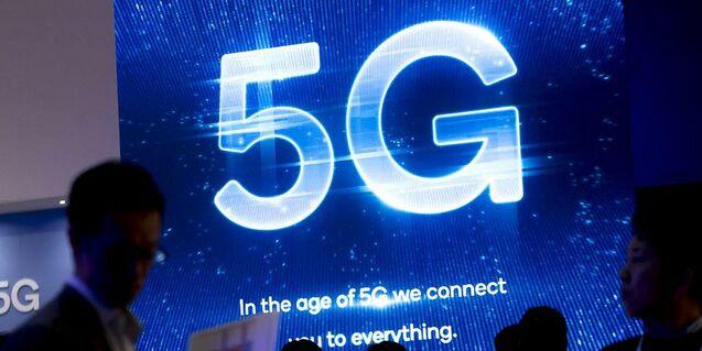 Primera llamada de voz y datos con una red cien por cien 5G.