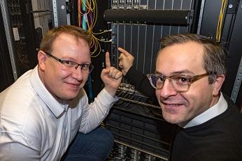 Primeros puertos de interconexión de 400 Gigabit Ethernet.