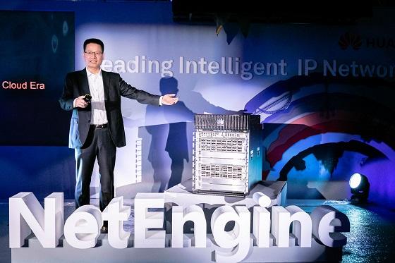 Kevin Hu, presidente de la Línea de Comunicación de Datos de Huawei, durante en el lanzamiento de la serie NetEngine 8000.